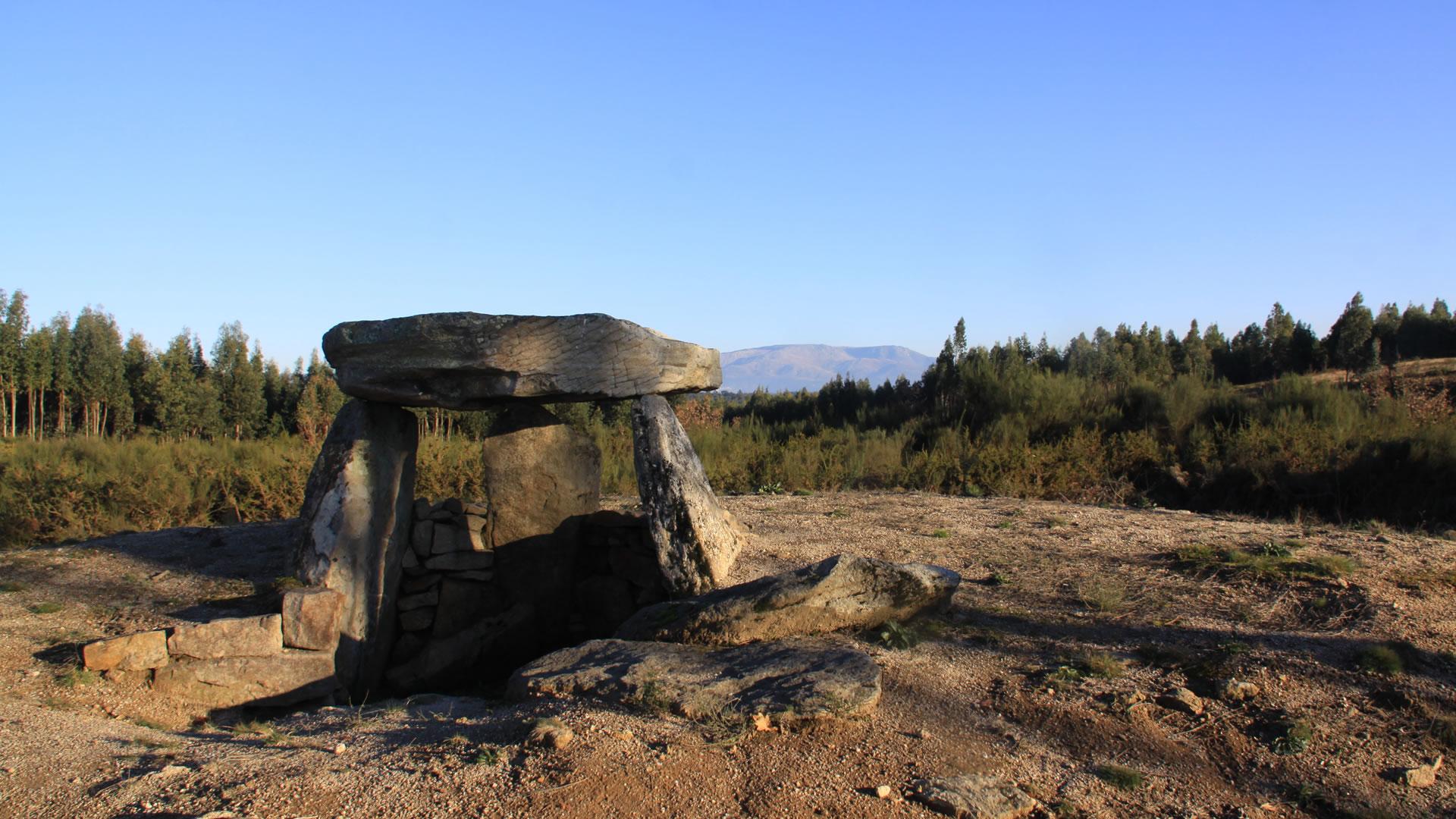 Pedras Sagradas: dólmens e menires da região de Viseu